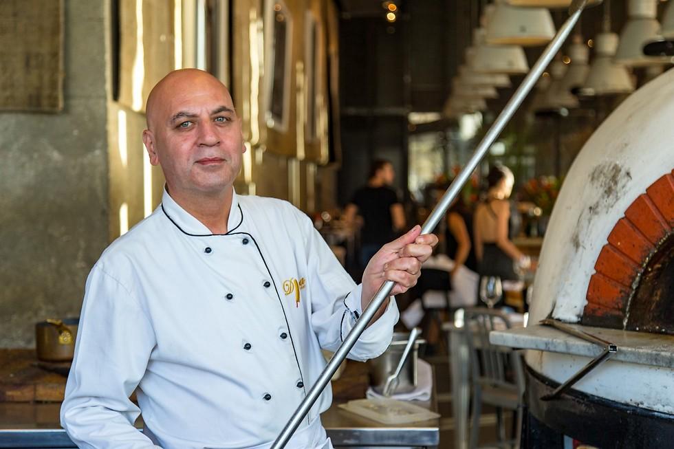 """מטבח שורשי, דוחול ספאדי במטבח של """"יפו תל אביב"""" (צילום: ירון ברנר)"""