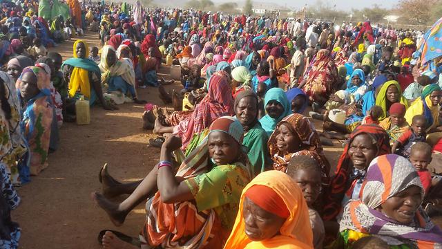 """אנשים שנעקרו מבתיהם בעקבות הלחימה בג'בל מארה שבדרפור. מחנה של האו""""ם והאיחוד האפריקני בסורטוני (צילום: אמנסטי אינטנשיונל) (צילום: אמנסטי אינטנשיונל)"""
