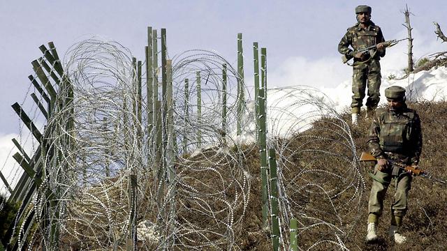 חיילים הודים בקו הפסקת האש עם פקיסטן (צילום: AFP) (צילום: AFP)