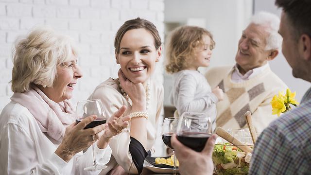 ימי החג מהווים יציאה משגרה של פעילות גופנית ואכילה מאוזנת (צילום: Shutterstock) (צילום: Shutterstock)