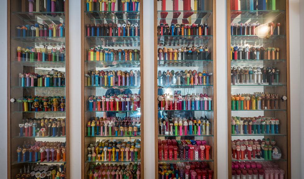 """""""הפנטזיה שלי היא להקים מוזיאון צעצועים באחד הימים, בו אציג את האוסף שלי"""" (צילום: איתי סיקולסקי)"""