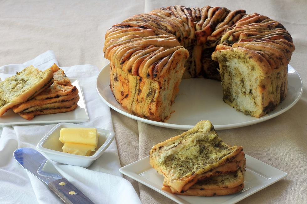 """לחם """"דפים"""" נתלש בשלושה טעמים (צילום: אורלי חרמש)"""