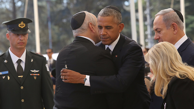 US President Obama embraces Chemi Peres as Prime Minister Netanyahu and Mrs. Netanyahu look on (Photo: Gil Yohanan)