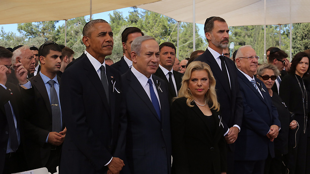 US President Obama standing next to Prime Minister Netanyahu and Mrs. Netanyahu (Photo: Gil Yohanan)