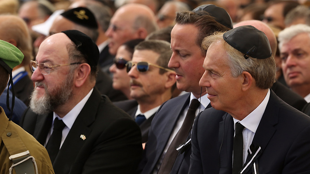 Former British Prime Ministers Blair and Cameron sitting next to Britain's Chief Rabbi Ephraim Mirvis (Photo: Gil Yohanan)