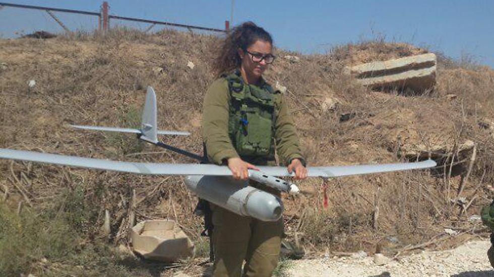Sgt. Ariella Lock in action (Photo: Yoav Zitun)