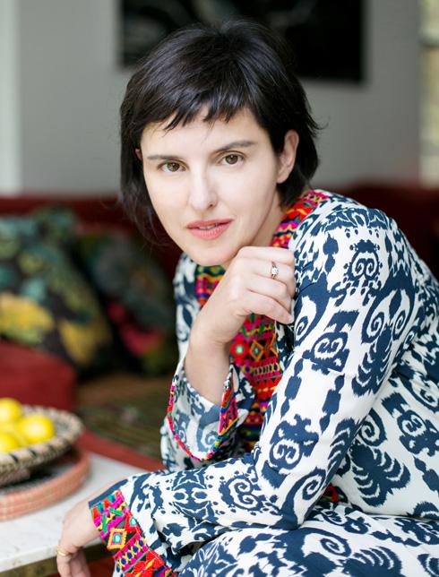 רוסנובסקי באחת השמלות שלה (צילום: שירן כרמל)