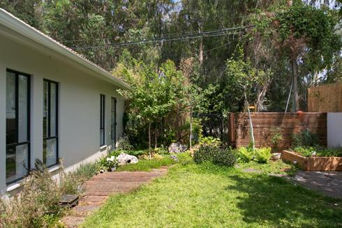 הגינה פונה לכיוון חורשה, מה שהכריע את הכף בהחלטה על רכישת הבית (צילום: שירן כרמל)