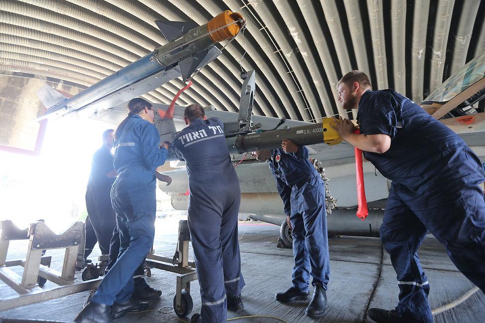Flight technicians. (Photo: Gadi Kabalo)