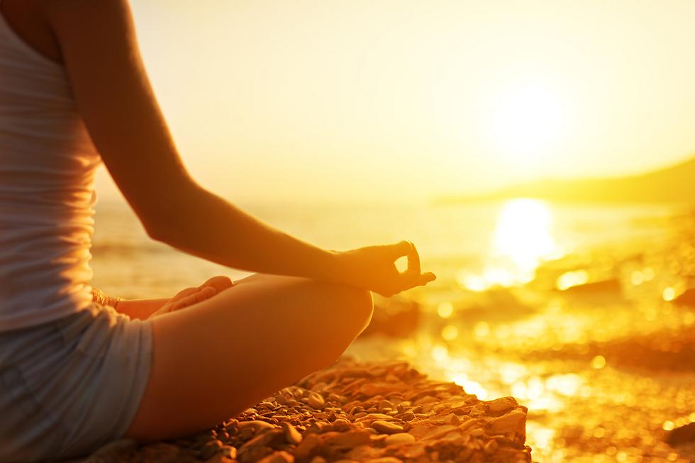 שבו עם עצמכם וחשבו על הדברים שברצונכם להשליך מעצמכם (צילום: Shutterstock) (צילום: Shutterstock)