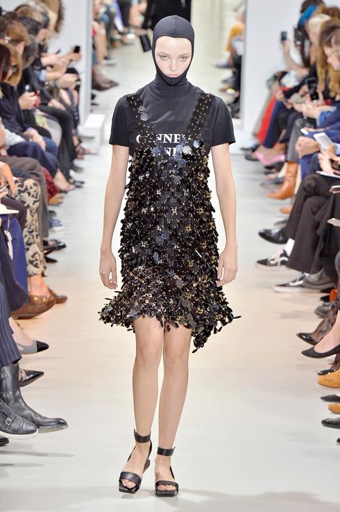 תצוגת האופנה של פאקו רבן (צילום: Gettyimages)