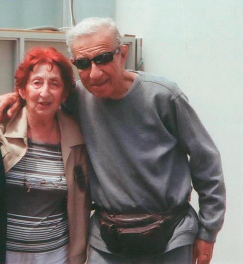 """עם נחום היימן. """"אני מכורה לנוסטלגיה"""" (צילום: מתוך אלבום פרטי)"""