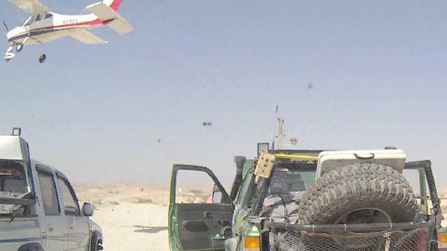 המטוס רגע לפני שפגע בכבל החשמל (צילום: דני קוקו, מגזין סמרט-לייף) (צילום: דני קוקו, מגזין סמרט-לייף)