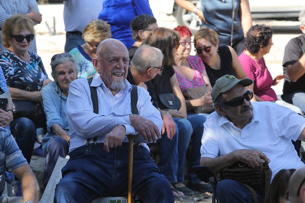 """הפגנת מחאה של ותיקי הפלמ""""ח נגד הנצחת גנדי בשער הגיא (צילום: גיל יוחנן) (צילום: גיל יוחנן)"""