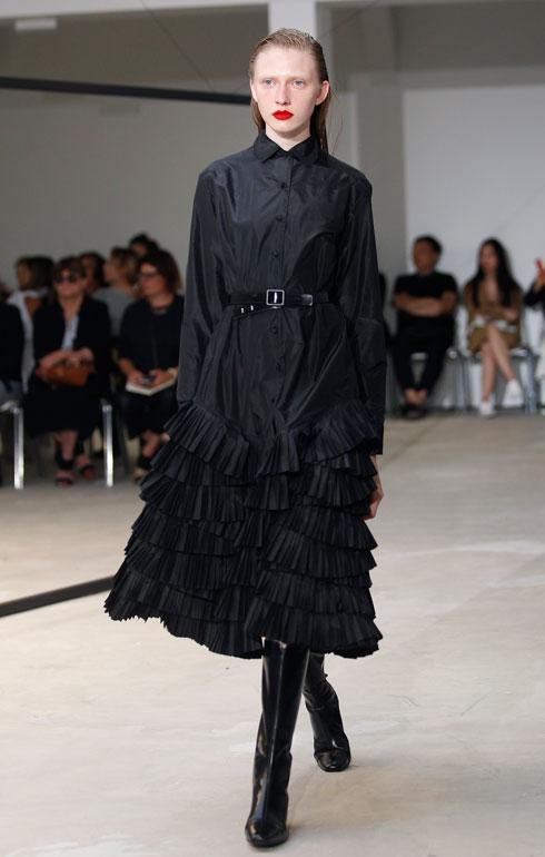 השילוב המושלם: שמלה שחורה ושפתיים אדומות. אוליבייה תייסקנס (צילום: Gettyimages)