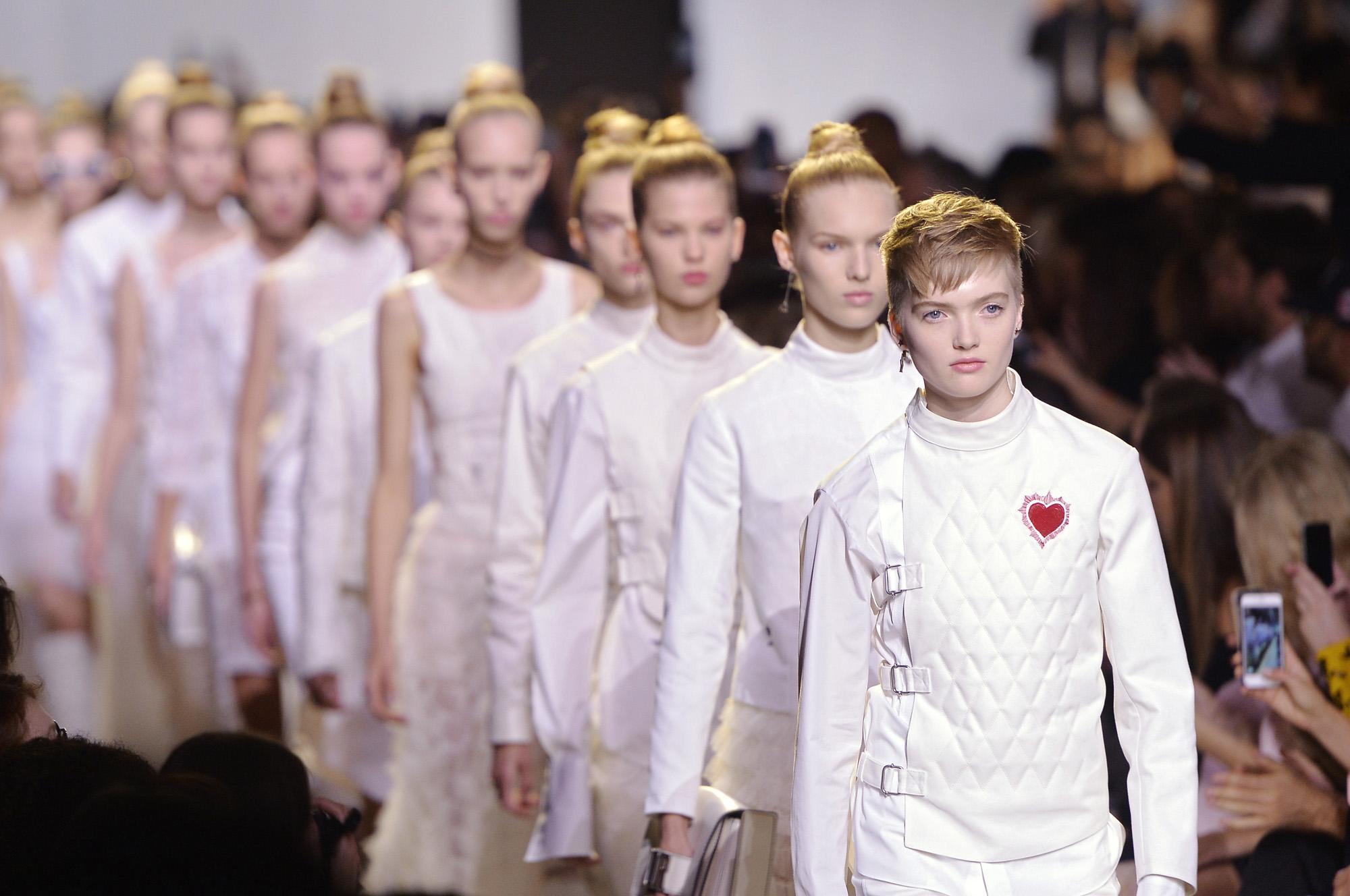תצוגת אופנה של כריסטיאן דיור. בנו של ברנאר ארנו, מבעלי המותג, מיהר לתמוך במאבק למען זכויות לדוגמניות (צילום: Gettyimages)