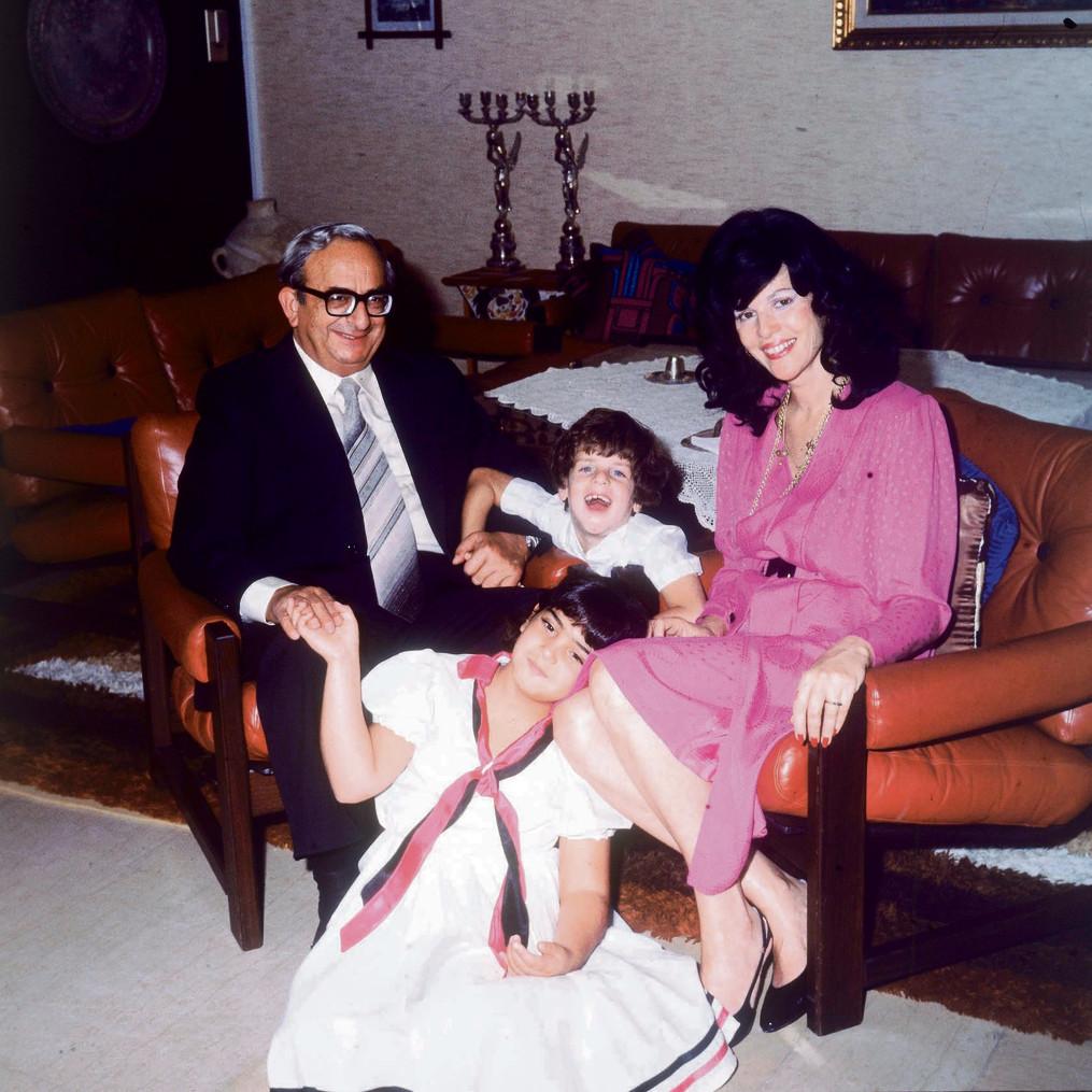 משפחת נבון: יצחק, אופירה, ארז ונעמה | צילום: דוד רובינגר