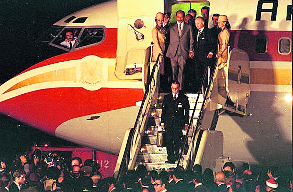 סאדאת מגיע לישראל ב-1977 ()