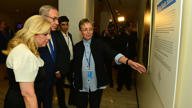 Prime Minister Benjamin Netanyahu and his wife Sara with Leah and Simcha Goldin at the exhibition (Photo: Kobi Gideon)
