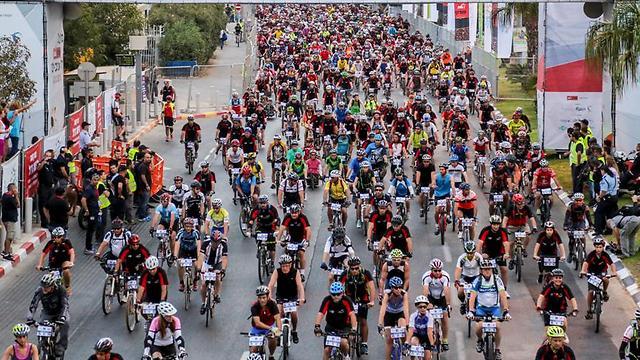 רכיבה על אופניים. פעילות ספורטיבית פופולרית, גם בישראל (גיא יחיאלי)