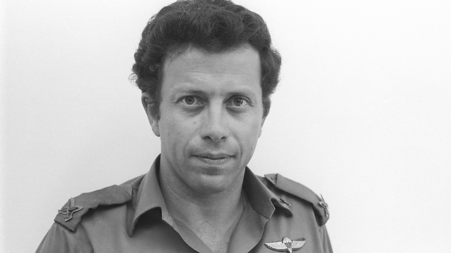 Yossi Ben Hanan (Photo: IDF Defense Ministry Archive)
