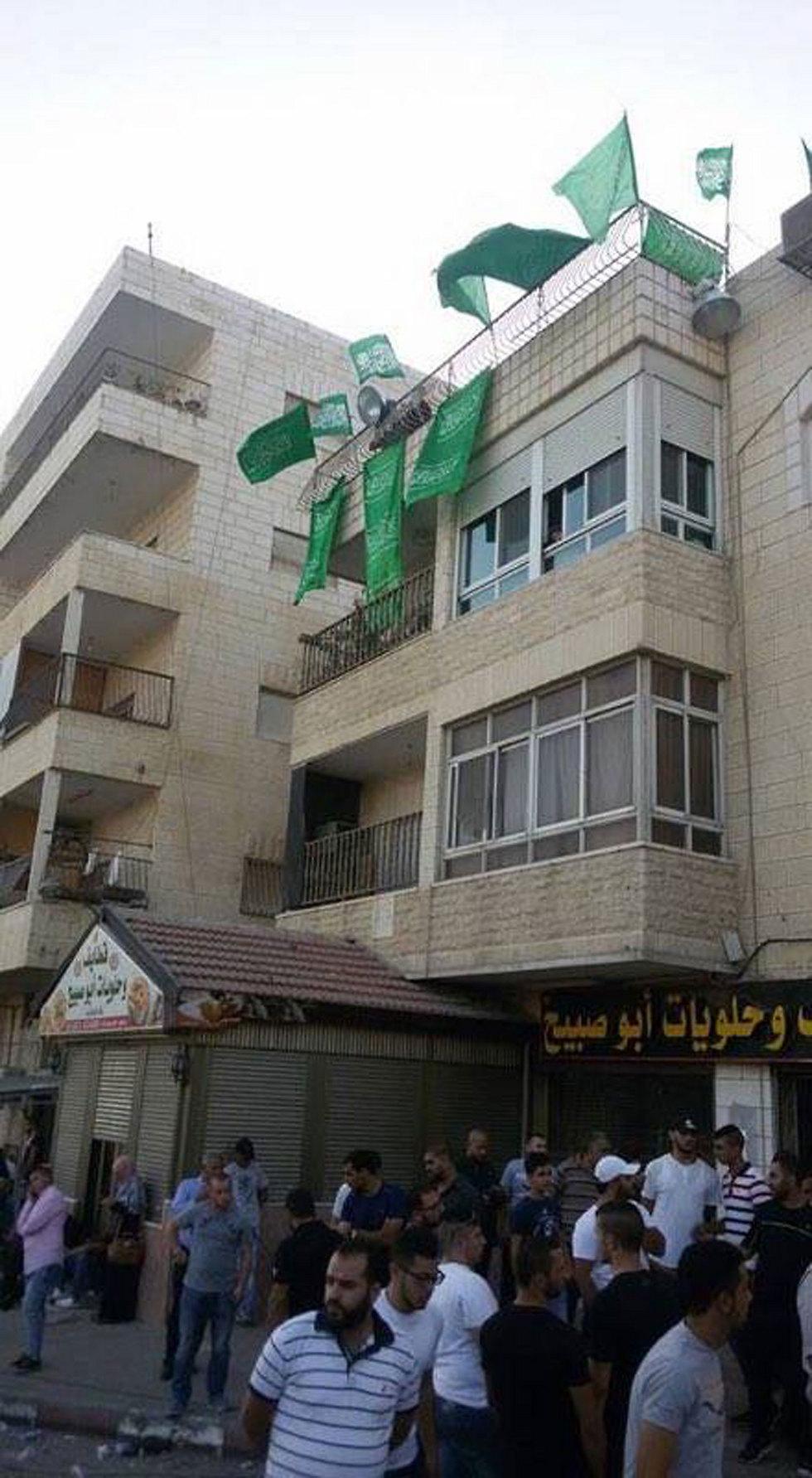 דגלים על בית המחבל ()