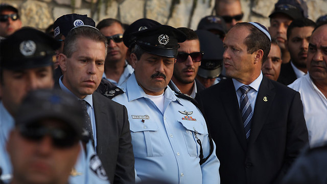 Yossi Karmia's funeral, L to R: Public Security Minister Gilad Erdan, Police Commissioner Roni Alsheikh and Jerusalem Mayor Nir Barkat (Photo: Gil Yohanan)