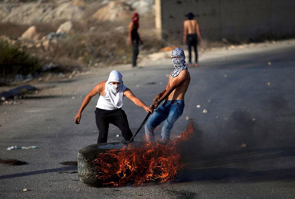 עימותים בין מתפרעים פלסטינים לכוחות הביטחון באזור א-רם  ()