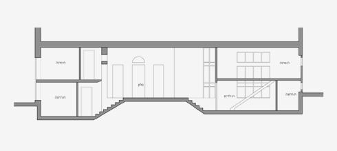 חתך הבית, על מפלסיו השונים (שרטוט: יונתן קנטי)