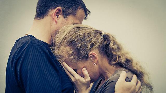 אדם שבוחר לסלוח, מוכן לשחרר את עצמו מהאנרגיות השליליות (צילום: shutterstock)