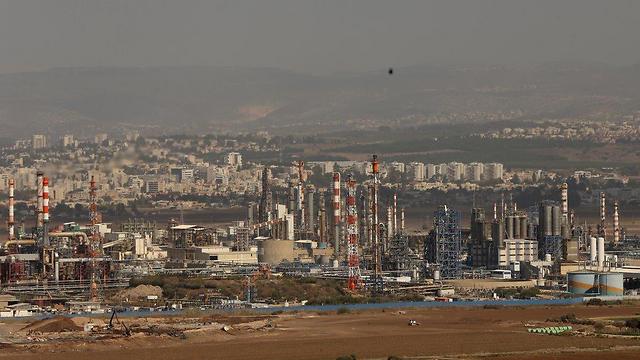 Нефтеперерабатывающий комплекс в Хайфе. Фото: Эльад Гeршгорн