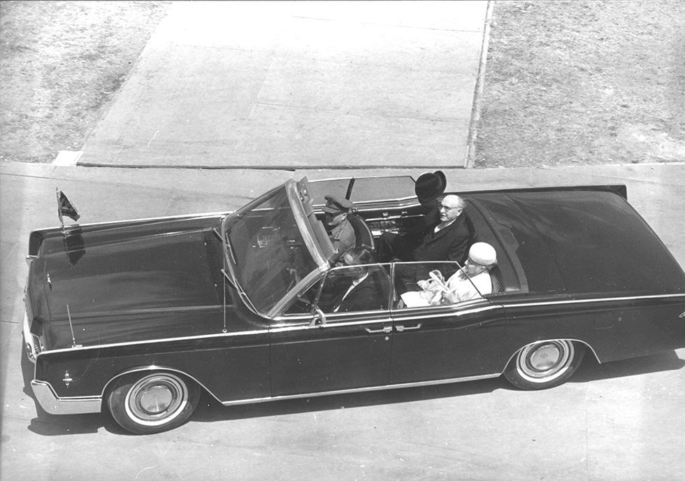 נשיא המדינה זלמן שזר במצעד יום העצמאות, 1967 (צילום: דן הדני, מתוך אוסף IPPA, הספרייה הלאומית) (צילום: דן הדני, מתוך אוסף IPPA, הספרייה הלאומית)