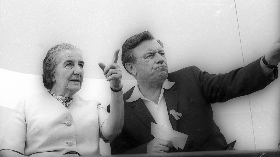 גולדה מאיר וטדי קולק בטקס קביעת שדרות אשכול בירושלים. מאי 1969 (צילום: דן הדני, מתוך אוסף IPPA, הספרייה הלאומית) (צילום: דן הדני, מתוך אוסף IPPA, הספרייה הלאומית)