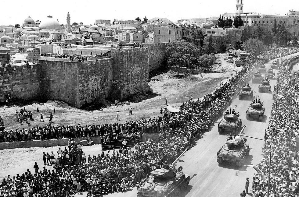 Военный парад 1968 года. Фото: Дан Хадани