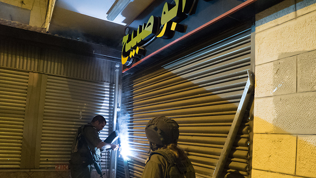 The IDF sealing off the family's sweetshop (Photo: IDF Spokesperson)