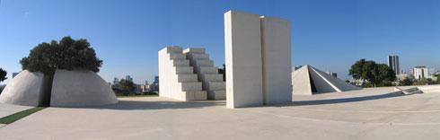עבודתו של דני קרוון. פארק אדית וולפסון (צילום: Talmoryair, cc)