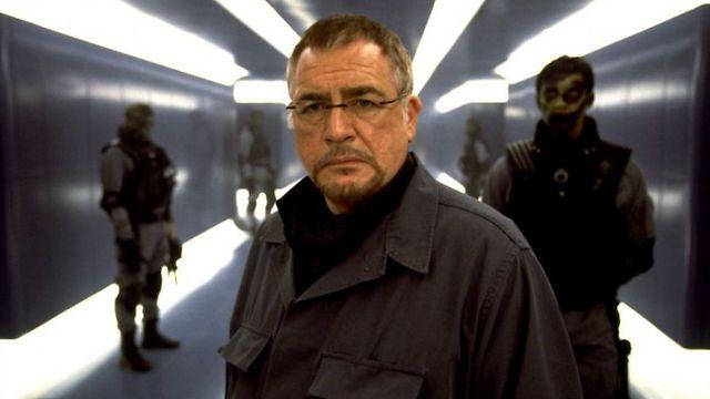 """בריאן קוקס כקולונל סטרייקר ב""""אקס-מן 2"""" ()"""