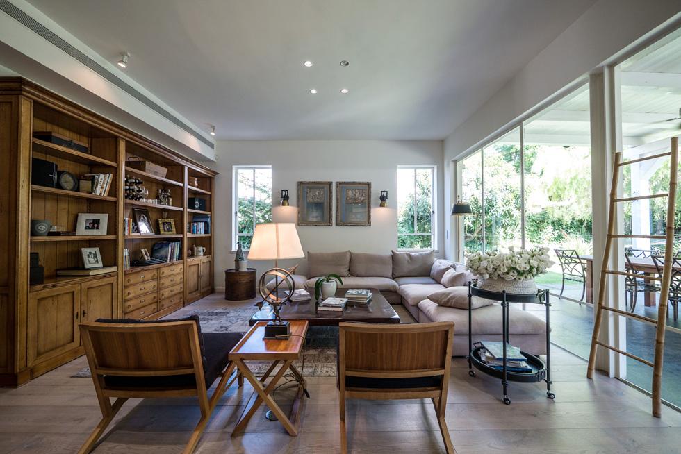 """""""אחד הדברים החשובים בעיצוב הבית, היה שמכל פינה אפשר יהיה לראות את כולם"""" (צילום: איתי סיקולסקי)"""