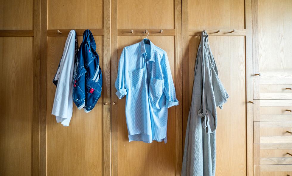 """""""כשאני חוזרת הביתה מהעבודה אני מחליפה לבגדים נוחים, אבל זה עדיין צריך להיראות יפה בעיניי"""" (צילום: איתי סיקולסקי)"""