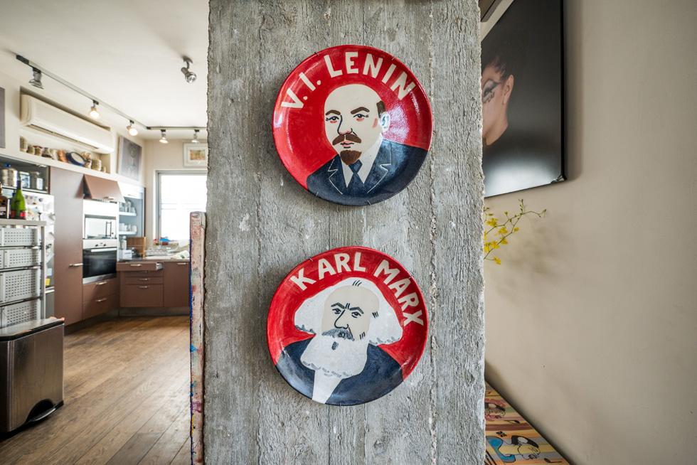 על הקיר: לנין וקרל מרקס (צילום: איתי סיקולסקי)