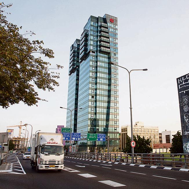 מגדל הרכבת בתל–אביב. פה ממוקמים משרדי סמארט וואי