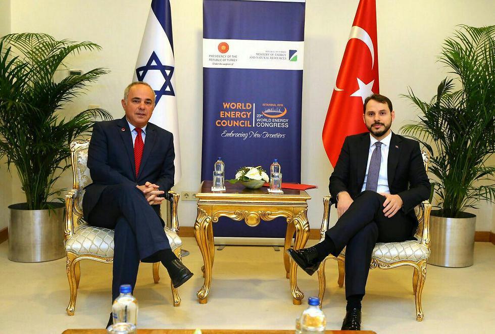 מפגש ראשון מסוגו. שטייניץ עם שר האנרגיה הטורקי ()