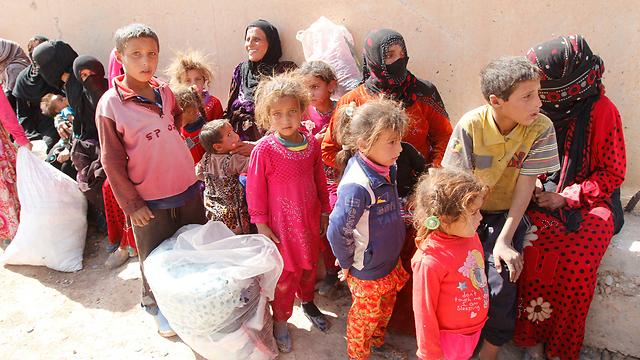 ילדים שנמלטו מאזורי הקרבות בחאוויג'ה (צילום: רויטרס) (צילום: רויטרס)
