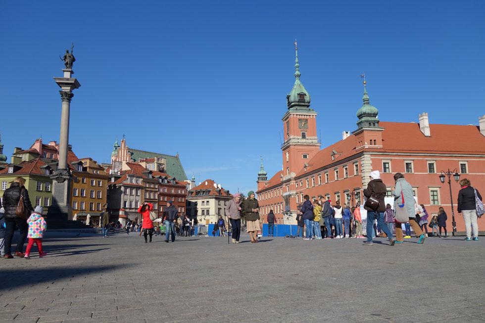 הרובע העתיק של ורשה נוסד במאה ה-13, ונהרס כמעט עד היסוד במלחמת העולם השנייה. שחזורו התבסס בעיקר על תצלומים ורישומי חזיתות שערכו סטודנטים לאדריכלות לפני המלחמה (צילום: מיכאל יעקובסון)