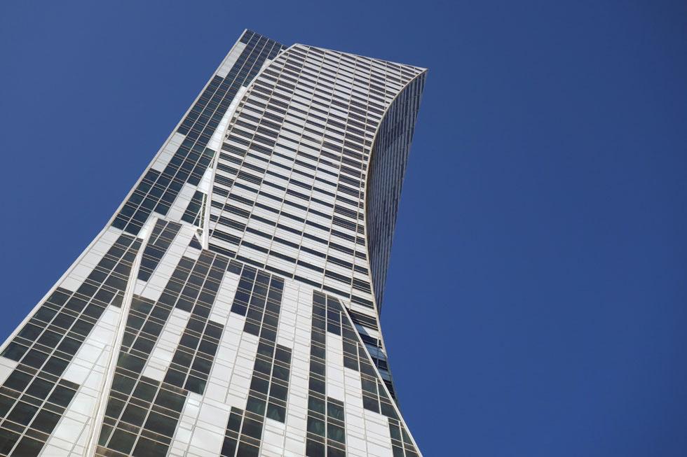 איזה כישלון מפואר: מגדל המגורים שתכנן האדריכל דניאל ליבסקינד מתנשא לגובה 195 מטרים, ב-52 קומות. לחצו על התצלום כדי להבין מה קרה שם (צילום: מיכאל יעקובסון)