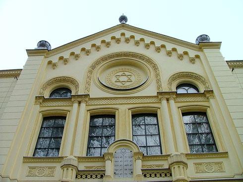 בתקופת המלחמה שימש בית הכנסת כאורוות סוסים, בסיומה חזר לידי היהודים (צילום: Emmanuel Dyan, cc)