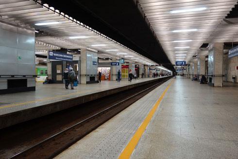 מסופי  הרכבות התת קרקעיים. התחנה ממוקדת בתחבורה ציבורית ולא במסחר  (צילום: מיכאל יעקובסון)