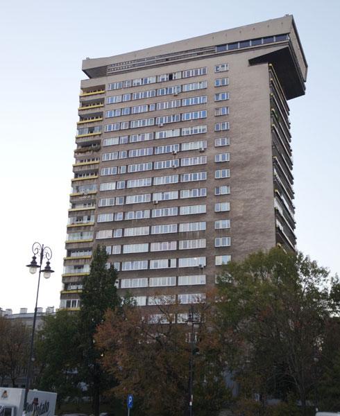 במקור התגוררו במגדל אזרחים זרים בדירות קטנות בנות 45 עד 60 מטרים רבועים (צילום: מיכאל יעקובסון)