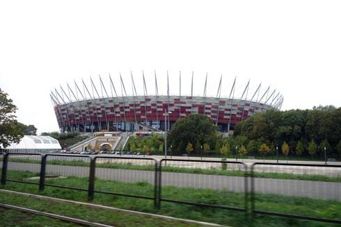 אצטדיון הכדורגל הלאומי אירח את משחקי יורו 2012. הגג התלוי שלו מהווה הישג טכנולוגי מרשים (צילום: מיכאל יעקובסון)