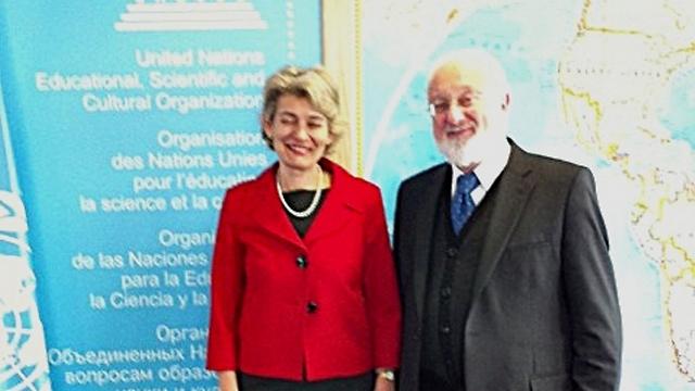 """הרב לייטמן עם גב' אירנה בוקובה, מנכ""""לית אונסק""""ו (צילום: קבלה לעם)"""
